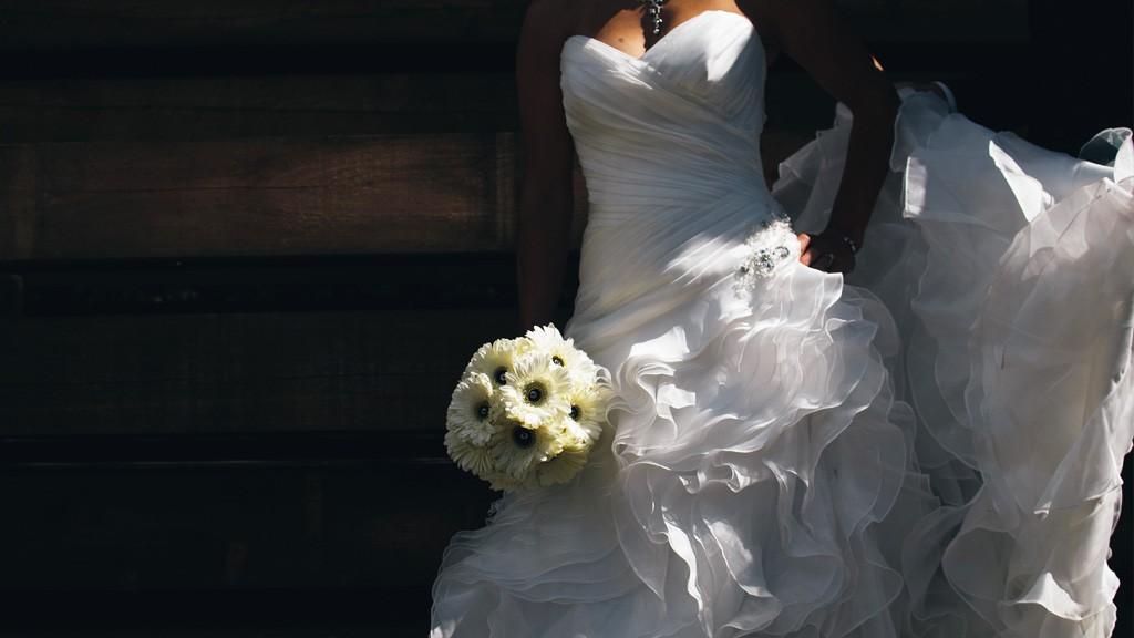 アラフォーのためのウェディングドレスの選び方。今だからこそ似合うドレスとは