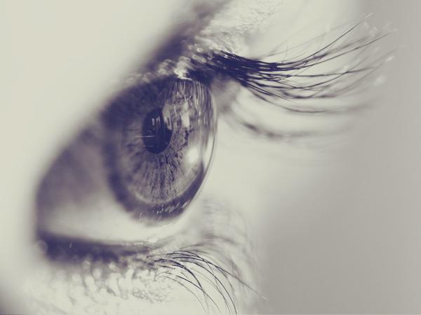 視線を合わせて、外さない