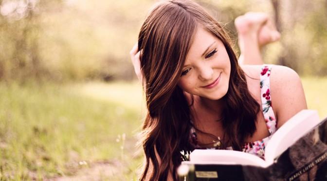 読書する少女