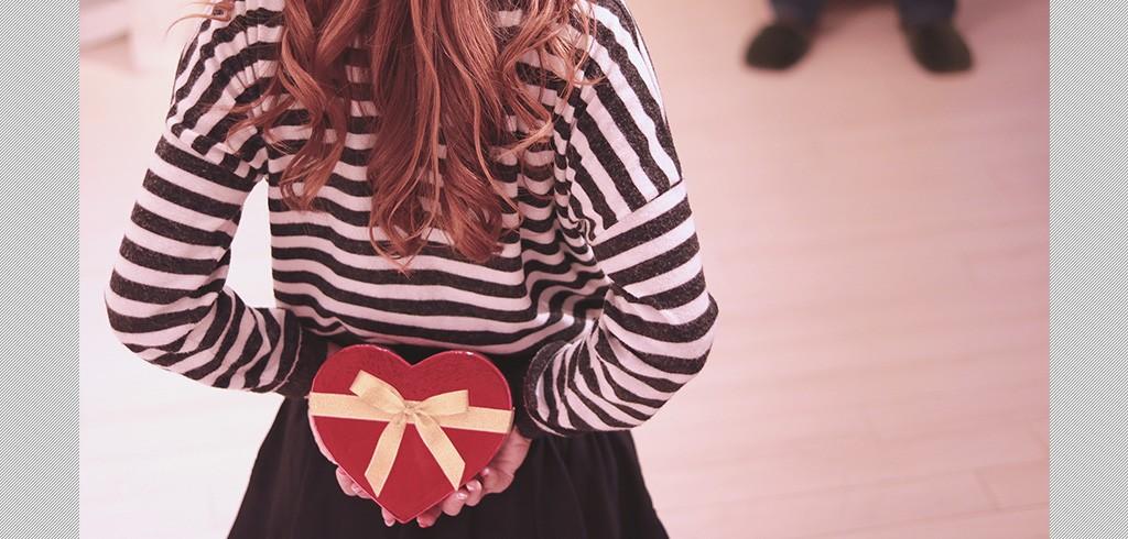 2月14日のバレンタインデー、日本でチョコを贈る由来は?